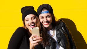 girls-enjoy-smartphone