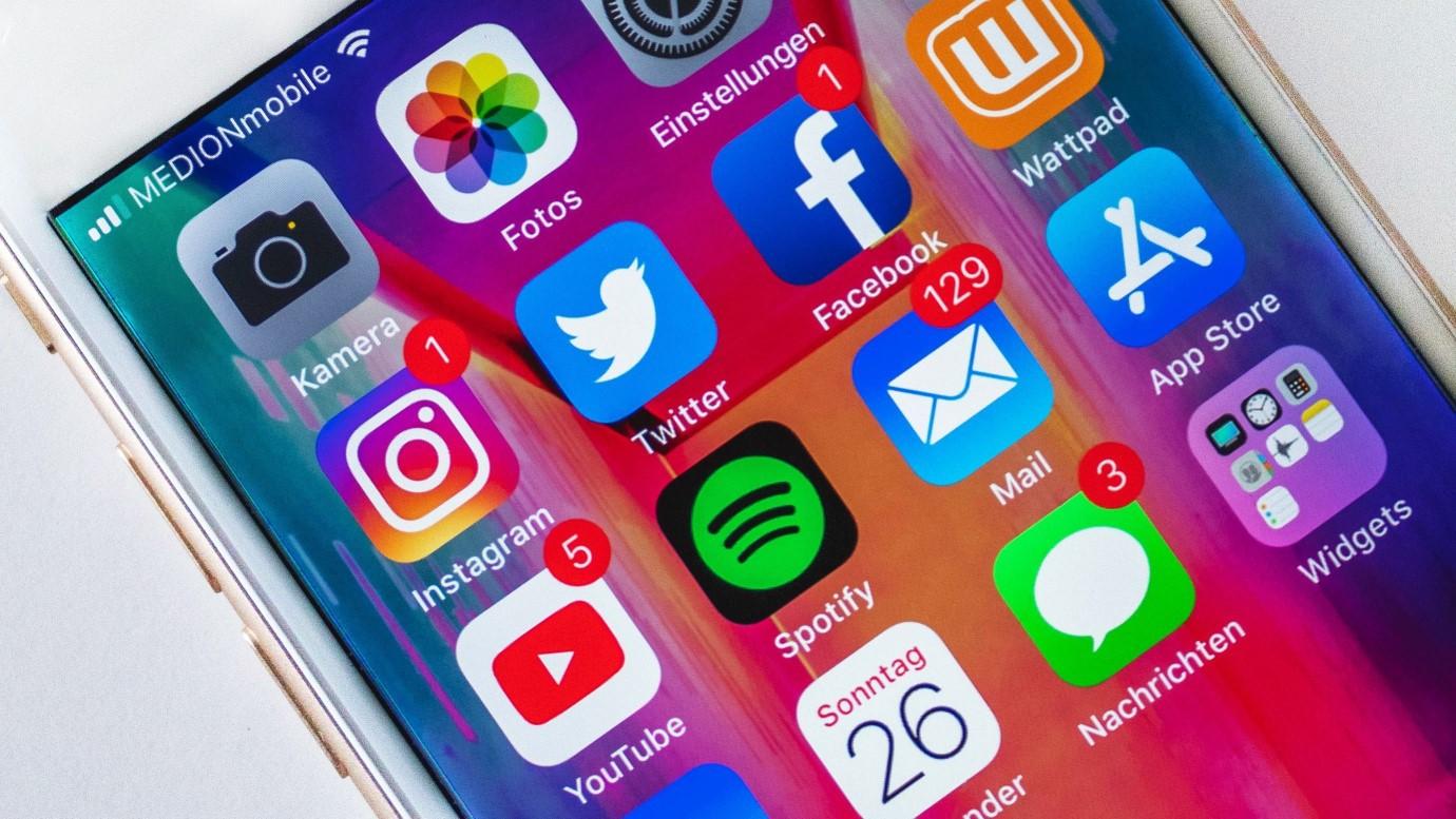 sociai-media-smart-phone