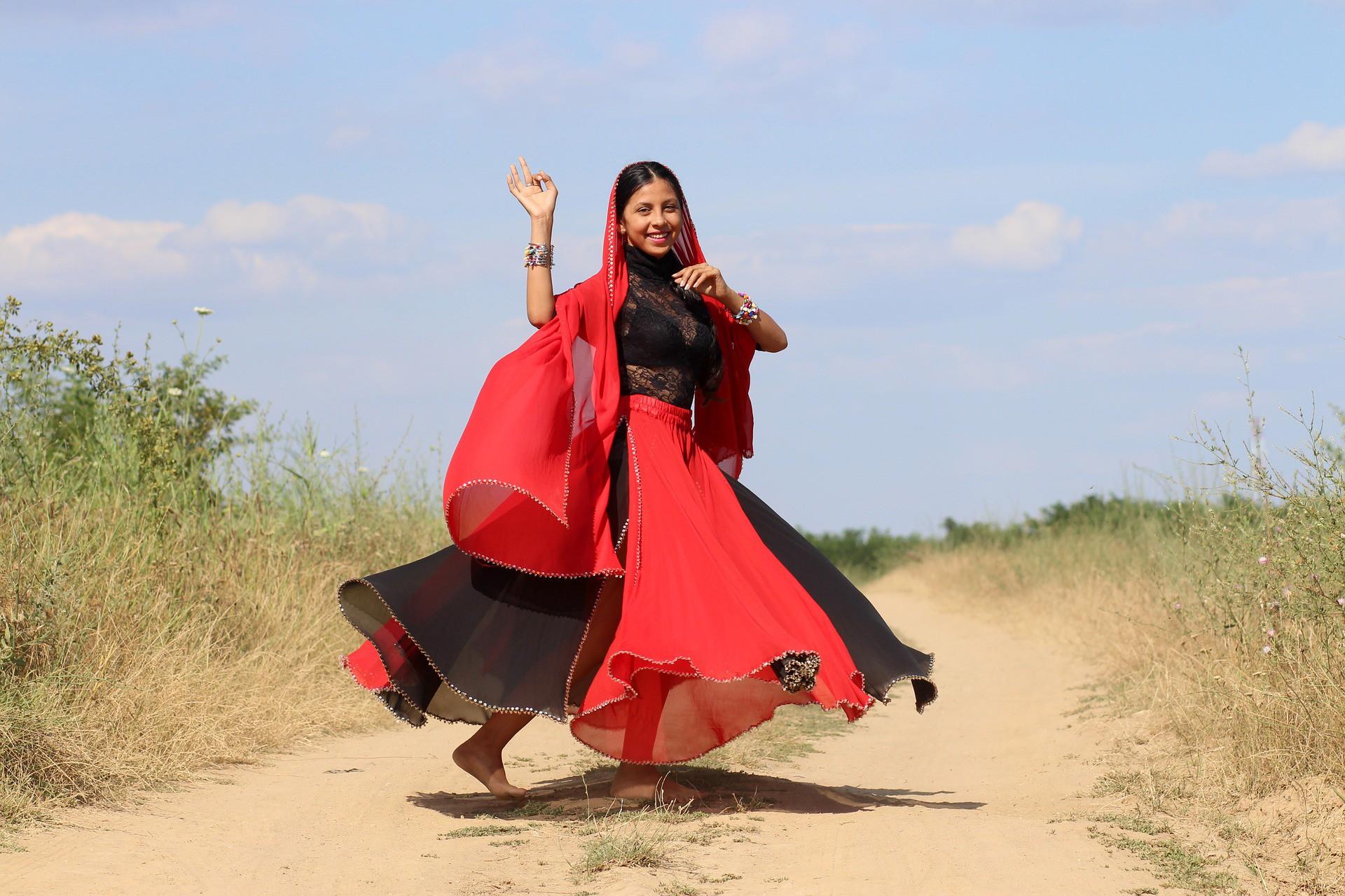 india-woman-dancing