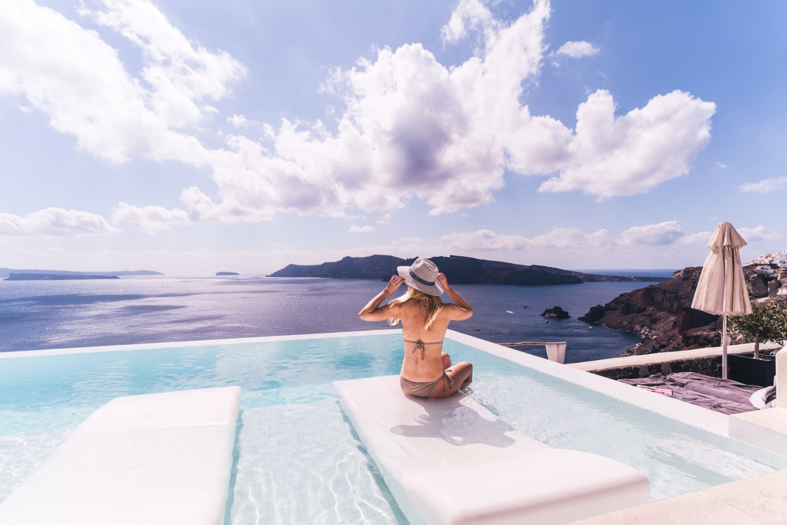 woman-hotel-pool