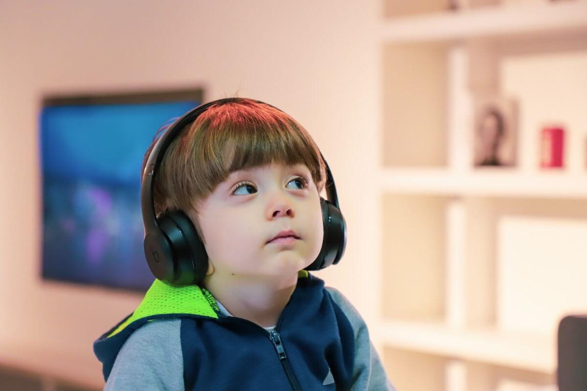 listening-kids